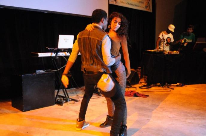 Agnes & Freeze, two professional dancers live at IFM