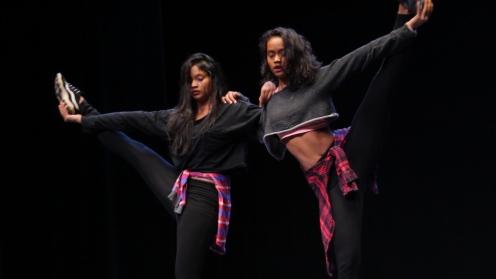 danseuse mauricienne les soeurs meyepa font du hiphop, danse debout, notamment le newstyle.