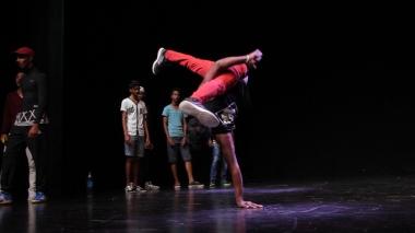 Mauritius Hip Hop artist. Artiste de rue mauricien hiphop et culture urbaine. Buruth family, bboy freeze de Sachin Buruth, un des plus vieux danseurs de l'ile maurice