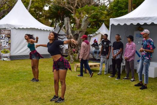 girls-dancing-hiphop-in-mauritius